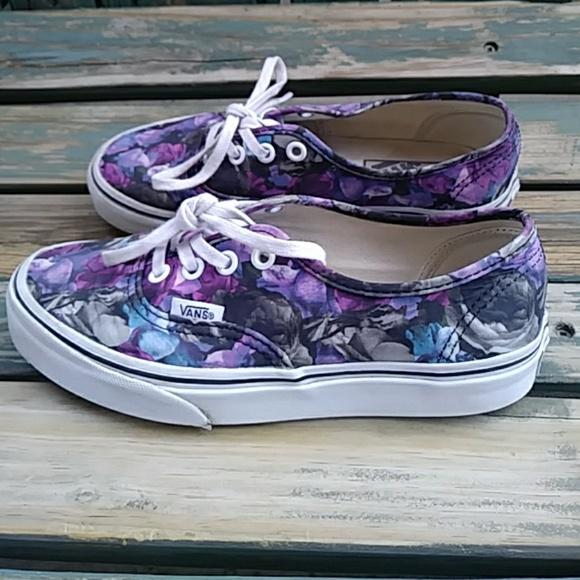 339ea2eced01 VANS Women s Floral Classic Shoes. M 5b1b25e3bb76159b26b397af